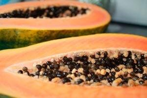 Papaya-aufgeschnitten